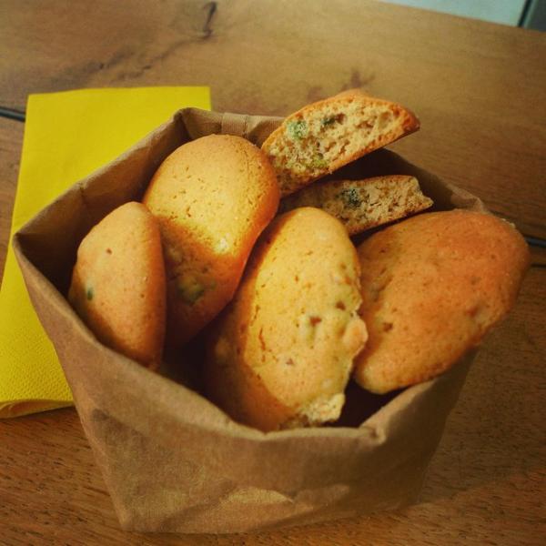 Cookies de gominolas, con harina integral,  harina de trigo y azúcar vainillado.