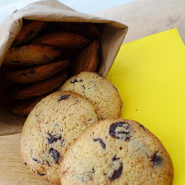 Cookies de perlas de chocolate negro.